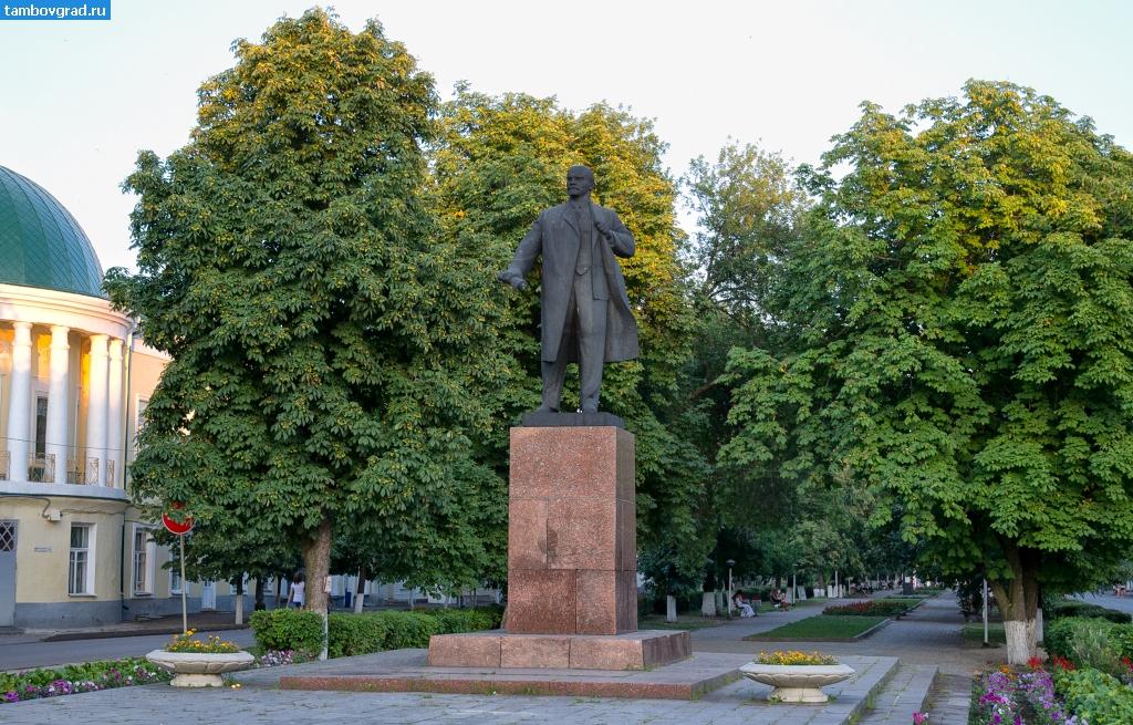 Заказать памятник Мичуринск Памятник Роза из двух видов гранита Фонвизинская